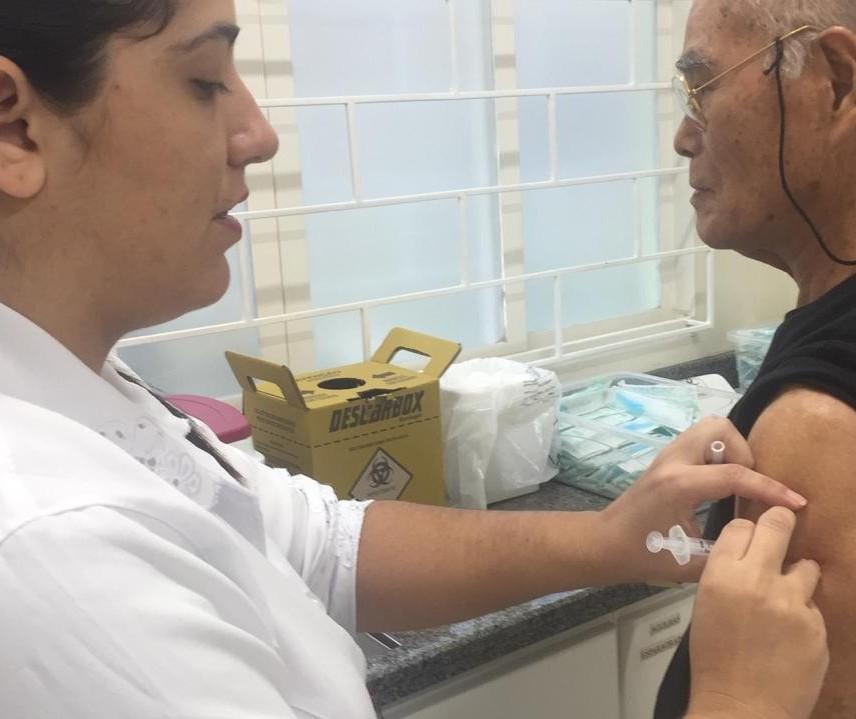 Idosos lotam unidades de saúde na segunda etapa da campanha