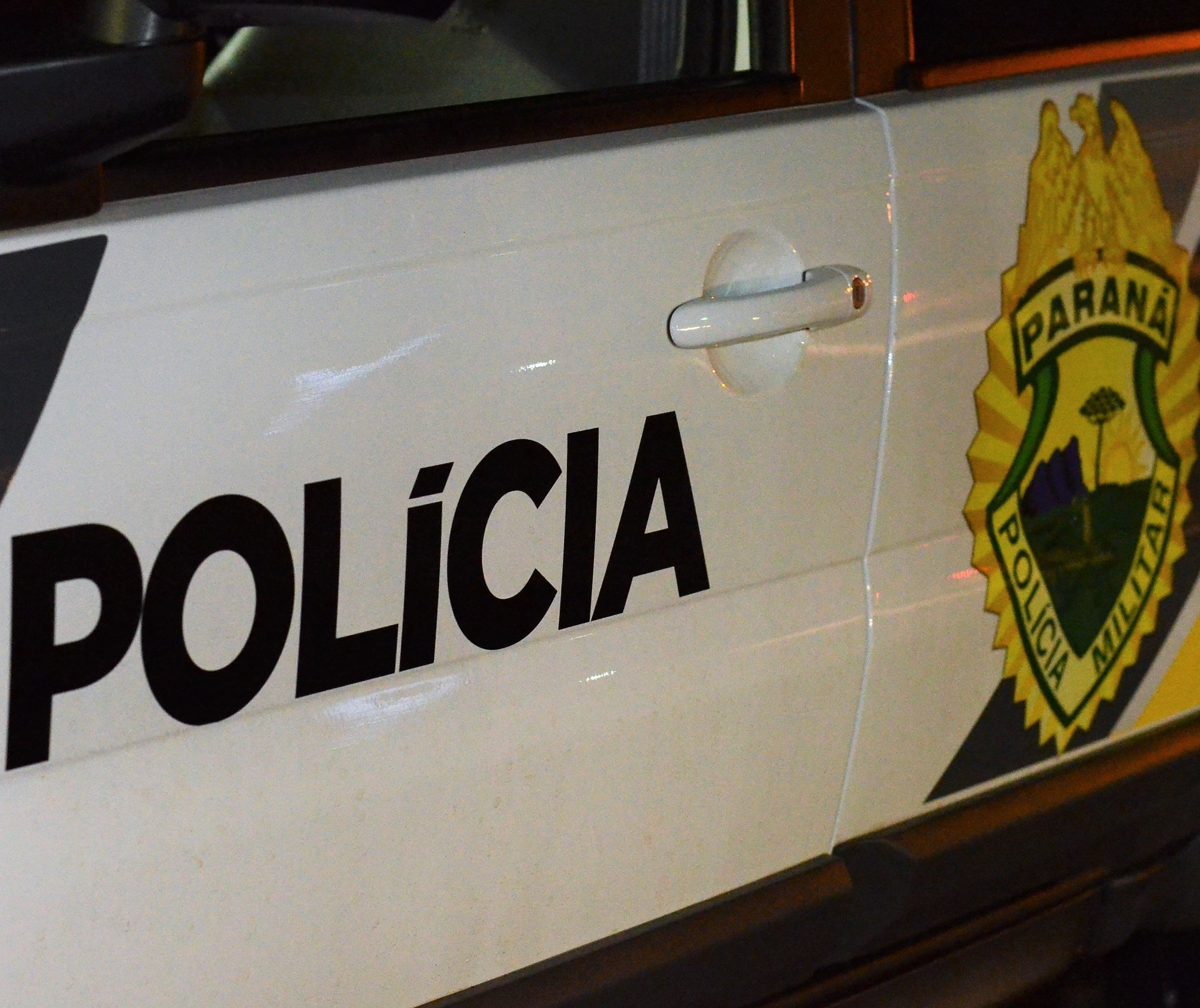 Foragido de cadeia é contido por populares ao correr da polícia