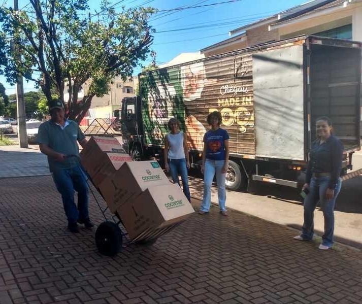 Cooperativa de Maringá produz 13 mil litros de álcool para doações
