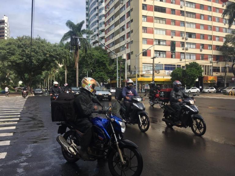 Motoristas e motociclistas protestam contra o aumento de preço dos combustíveis