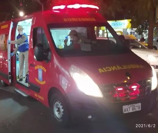 Jovem fica ferida ao ser atropelada por motocicleta no centro de Maringá