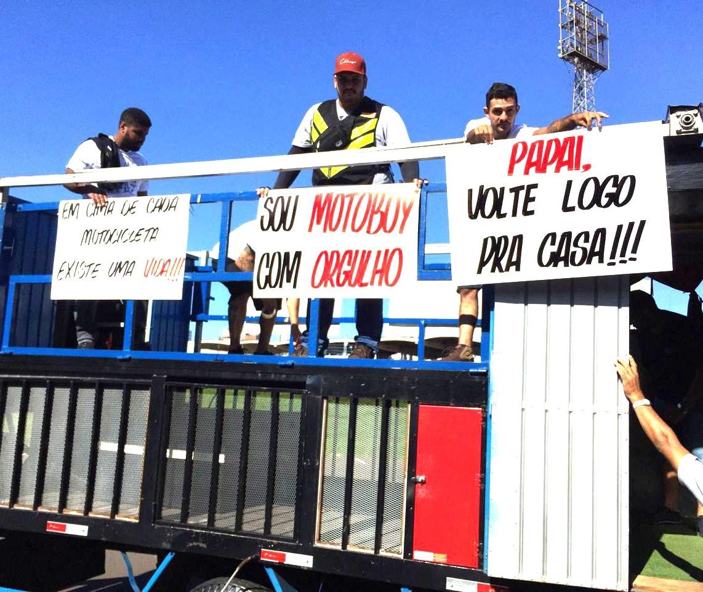 Mobilização de motoboys pede paz no trânsito