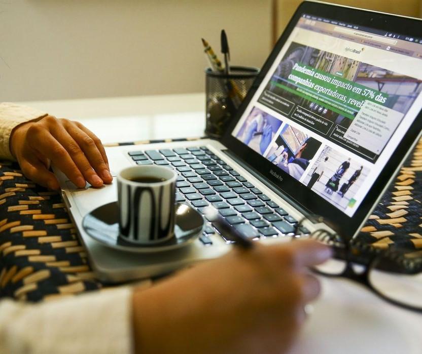Empresas precisam gerir o período de atividades dos colaboradores no home office