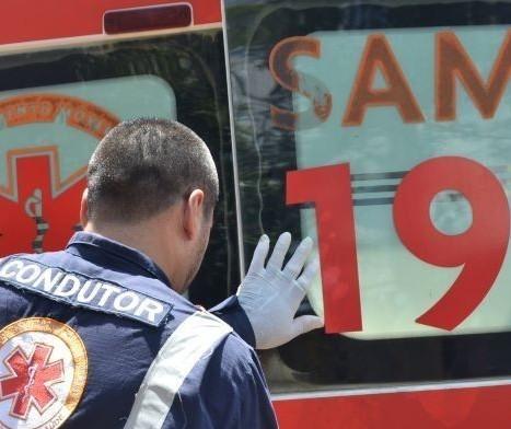 Fusca colide contra árvore em Marialva; acidente mata um homem e deixa outros dois feridos