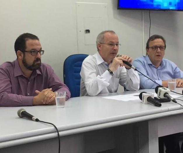 Só governador pode decidir em favor da UEM, diz reitor