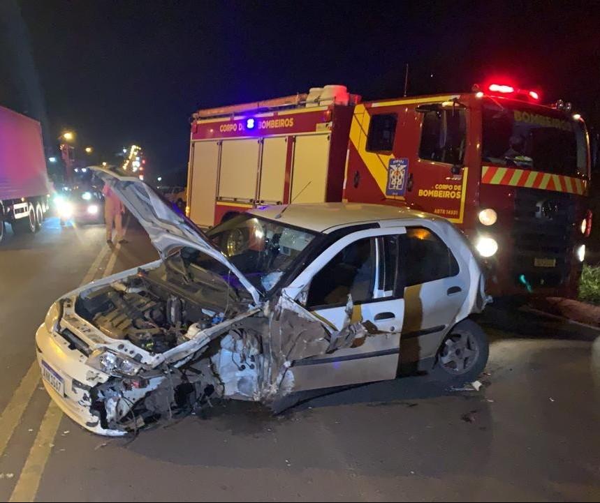 Acidente envolvendo cinco veículos deixa quatro feridos