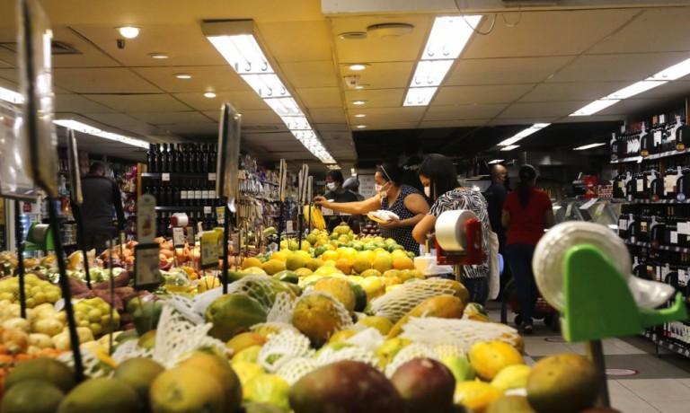 Supermercado é multado em R$ 240 mil logo depois de ganhar liminar para abrir