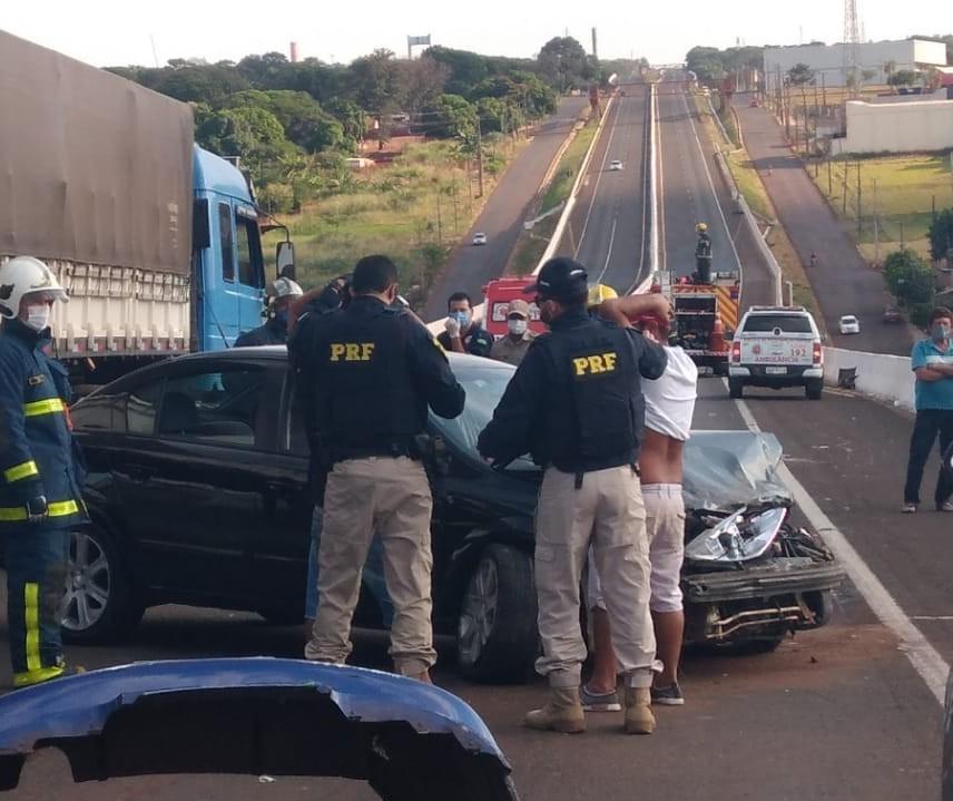 Motorista embriagado provoca acidente com ferido no Contorno Norte; dois são presos