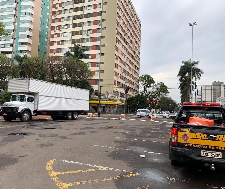 Estacionamento da praça da Prefeitura de Maringá é interditado