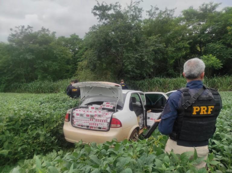 Polícia apreende veículo com placas de Maringá abarrotado de cigarros contrabandeados do Paraguai