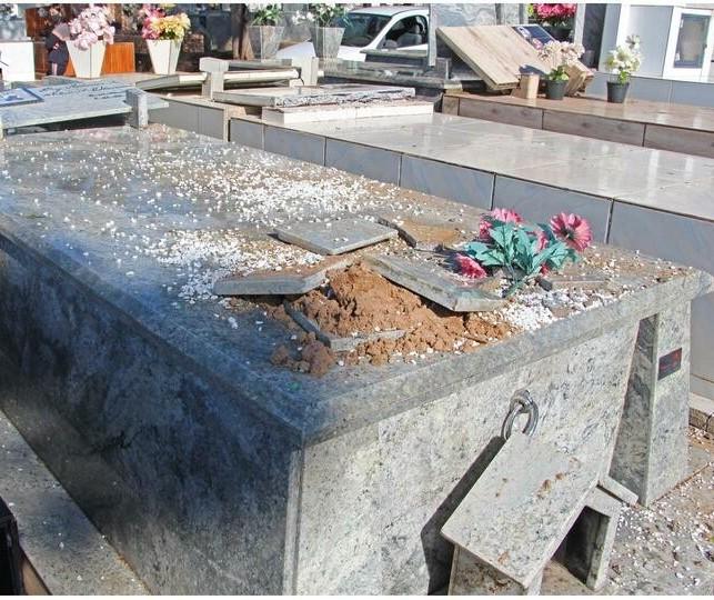 Túmulos são destruídos em cemitério de Cianorte