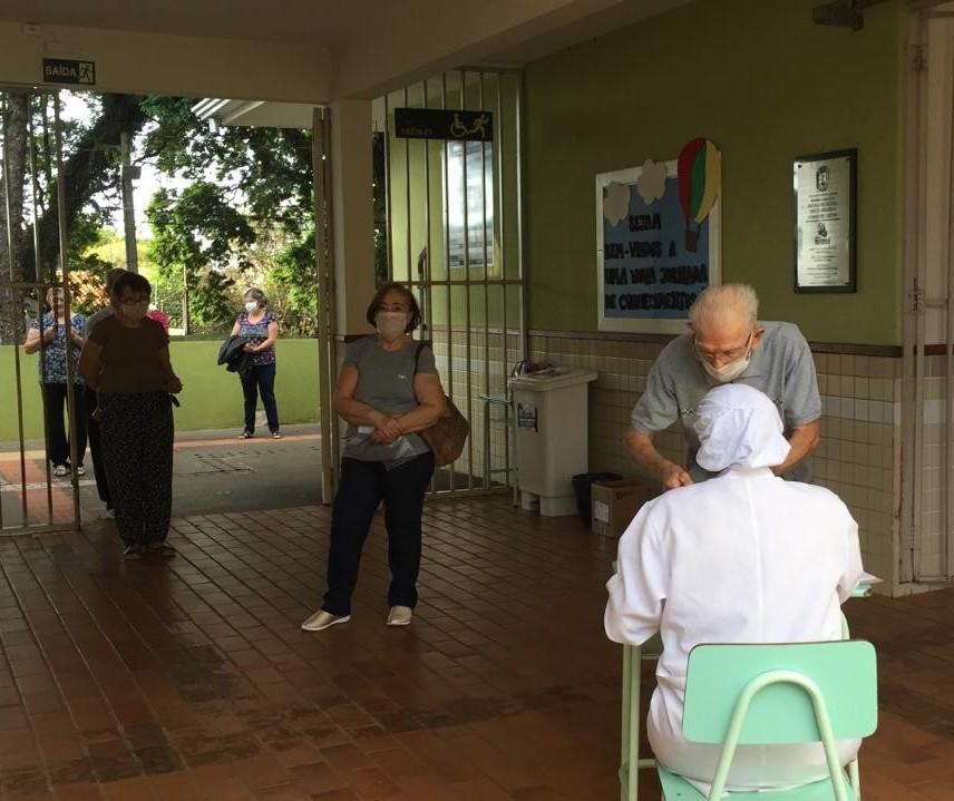 Começa a vacinação contra a gripe para idosos com 80 anos ou mais