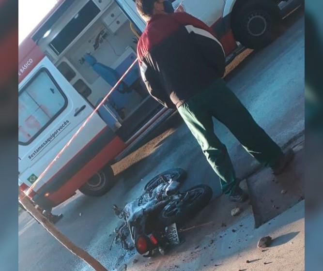 Em Maringá, motocicleta explode após colisão com caminhão; jovem tem 60% do corpo queimado