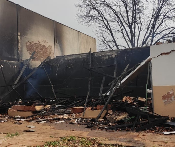 Mãe e dois filhos morrem queimados em incêndio