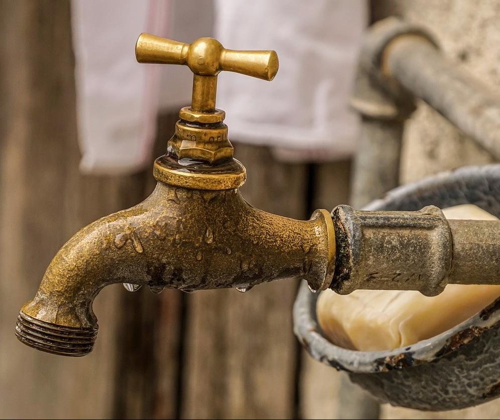 Bairros de Maringá têm abastecimento de água afetado por rompimento de tubulação