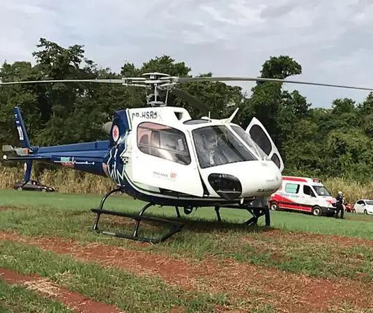 Criança de 6 anos fica gravemente ferida após acidente com trave em campo de futebol