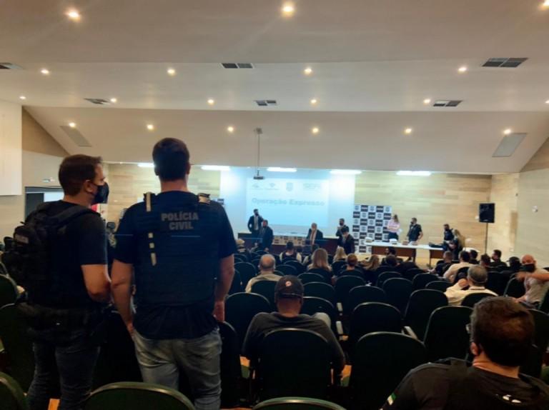 Policiais cumprem mandado judicial em Maringá na Operação Expresso