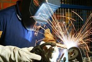 Empresa de Maringá contrata soldador e oferece curso profissionalizante
