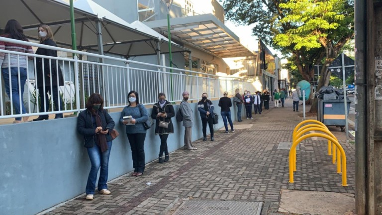 Profissionais da educação começam a ser vacinados nesta quinta-feira (13), em Maringá
