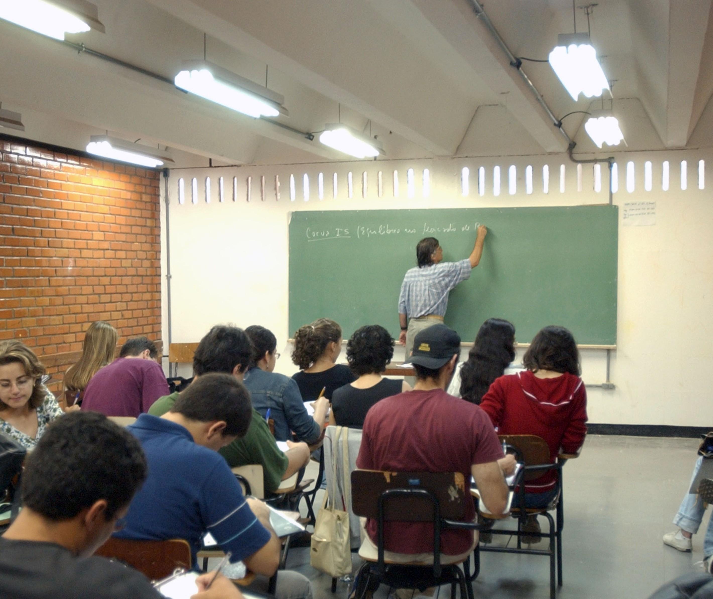 Projeto quer adequar 40 escolas públicas para se ter uso eficiente de energia