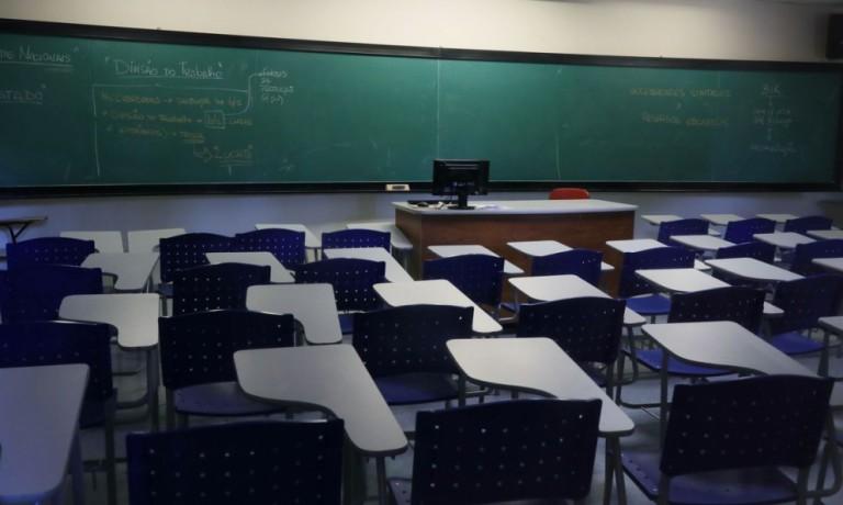 Servidores devem entrar em greve contra a volta às aulas presenciais no dia 18