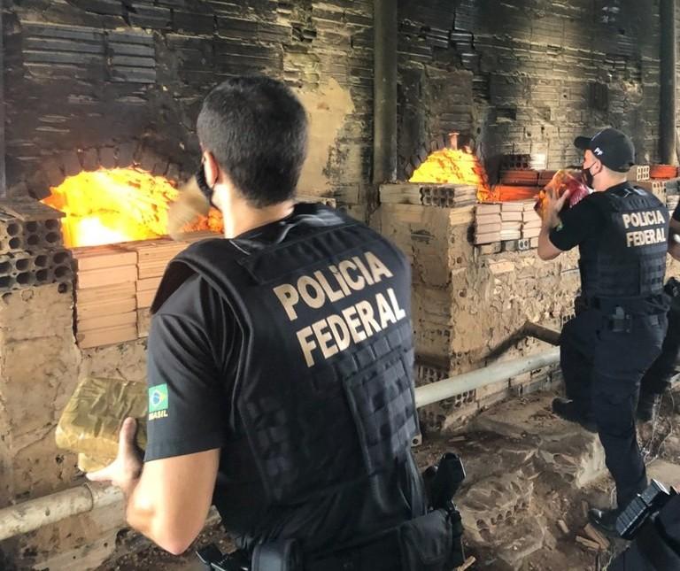 Polícia Federal incinera 5.579 quilos de drogas nesta terça-feira (10)