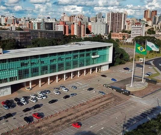 Governo do Paraná prorroga medidas restritivas até o final do mês