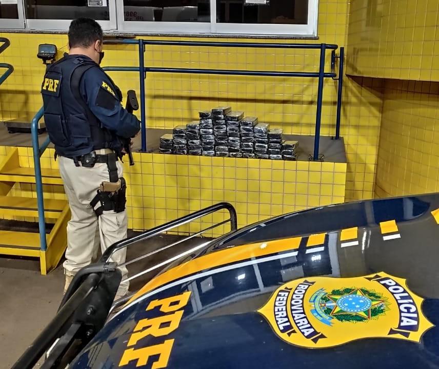 Van com paraguaios transportava pasta base de cocaína