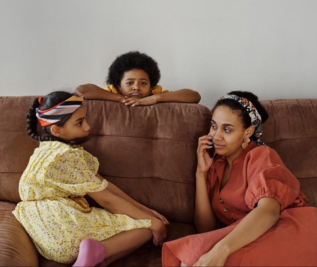 Empresas retornando e filhos em casa