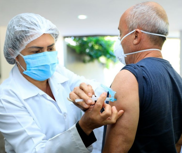 Maringá pode ser umas das primeiras a vacinar todos os profissionais da educação