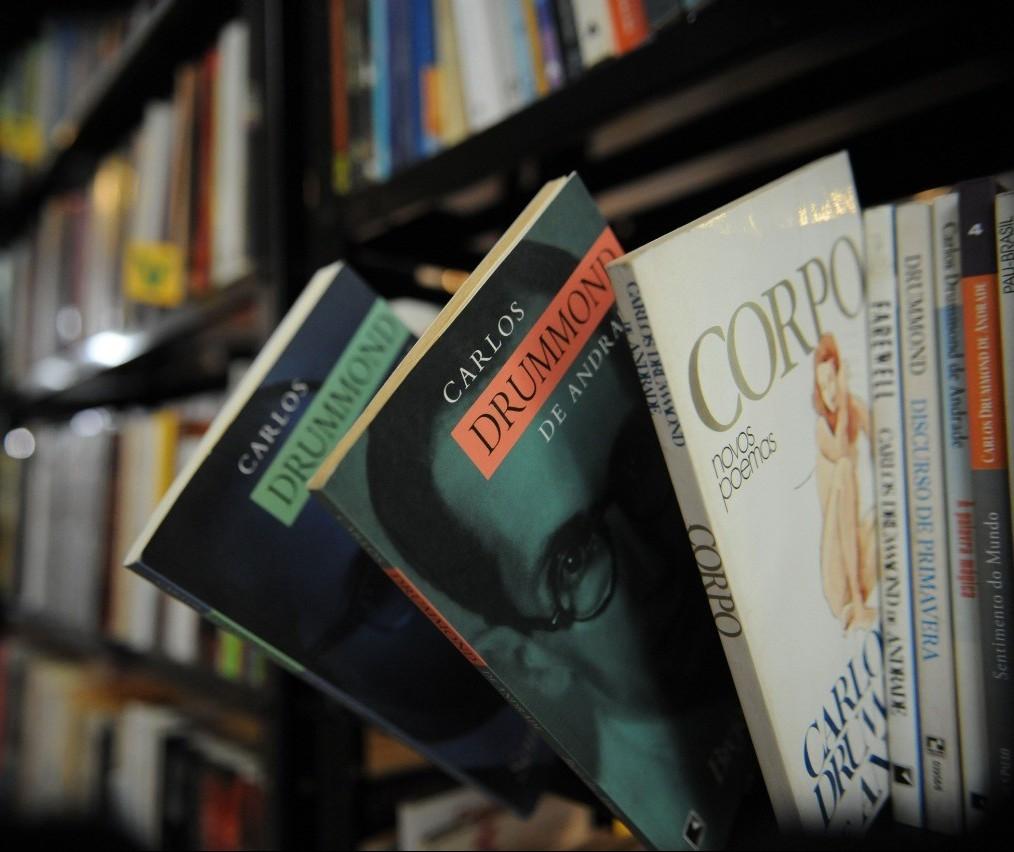 Volume de empréstimos nas bibliotecas municipais cai 45% em Maringá