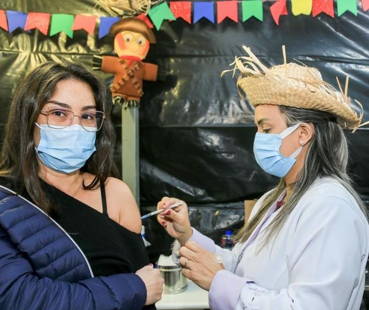 Maringá vacina pessoas com 44 anos ou mais nesta terça-feira (22)