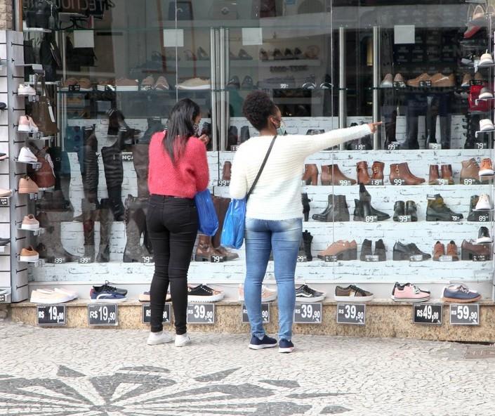 Lojistas sentem consumidores mais animados para compras, avalia Sivamar
