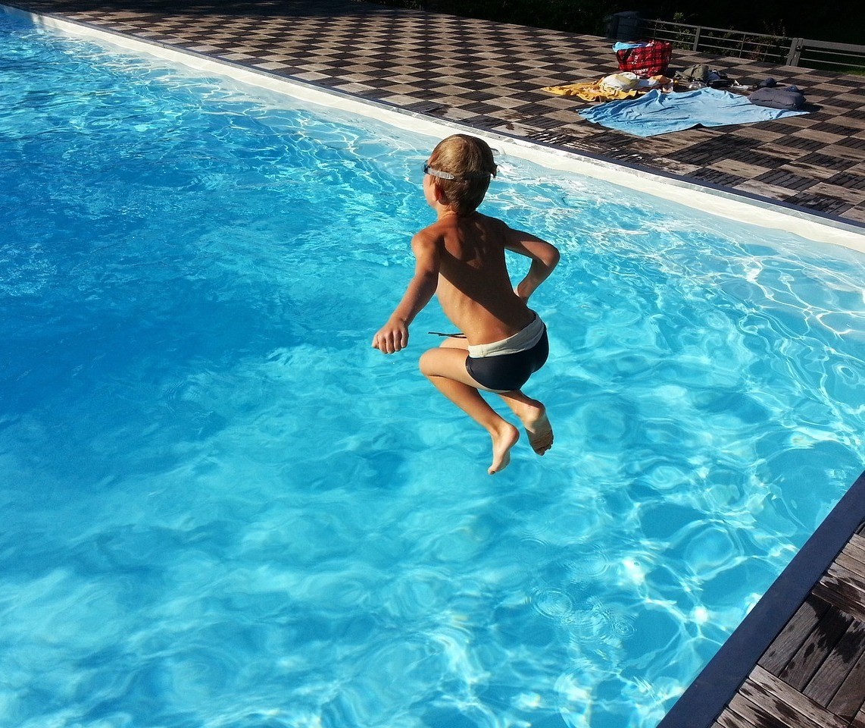 Uso de piscinas 'públicas' está autorizado? Prefeitura de Maringá esclarece ponto confuso no novo decreto