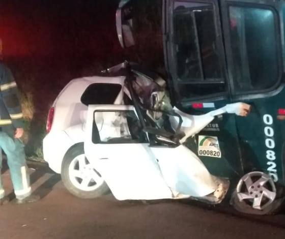 Quatro pessoas morrem em acidente entre carro e ônibus