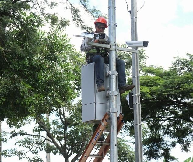 Câmeras vão fiscalizar avanço de sinal na Avenida Colombo a partir desta quinta-feira (20)