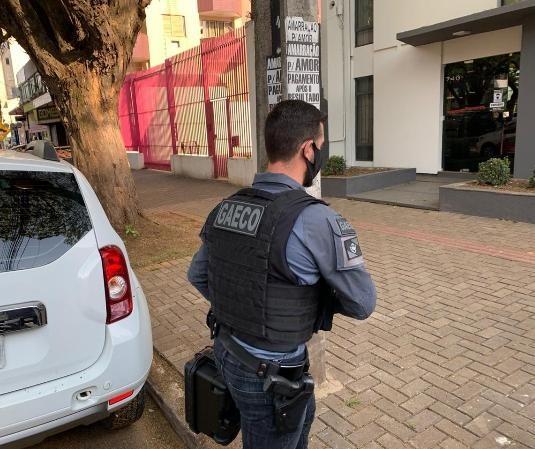 Gaeco cumpre mandado no escritório do deputado Ricardo Barros, em Maringá