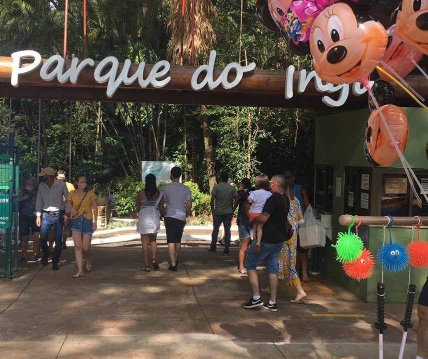Domingo de shoppings e parques abertos em Maringá