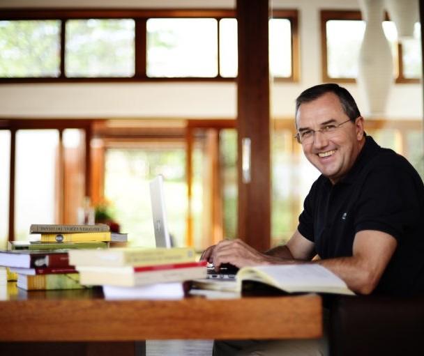 Laurentino Gomes lança primeiro volume de nova trilogia em Maringá