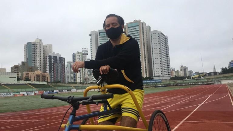 Paratleta com marcas mundiais busca patrocínio para continuar no esporte