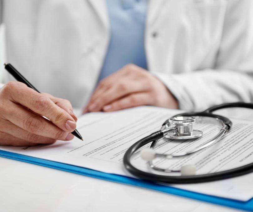 Médico da rede pública é flagrado com material cirúrgico reutilizado