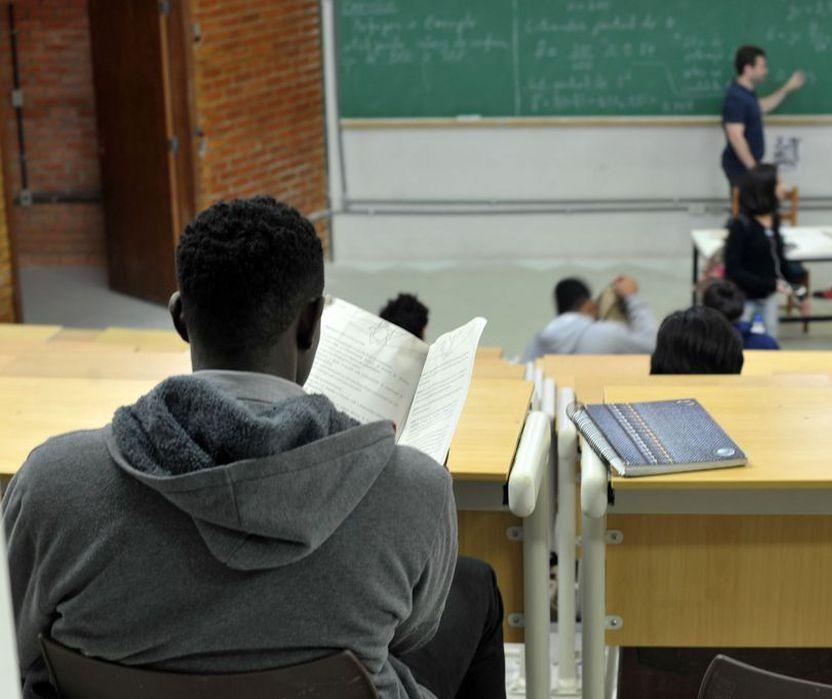 Adolescentes com 'fobia social' retardam a volta às aulas presenciais