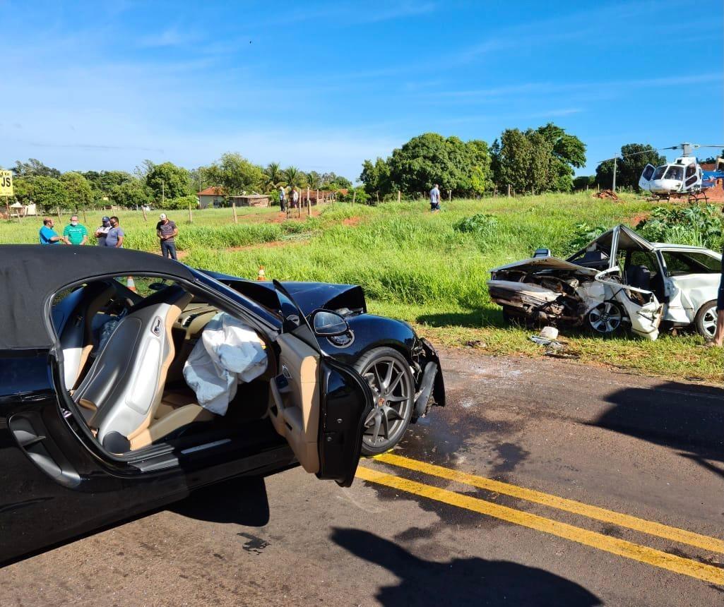Acidente entre Porsche e Gol na PR-340 mata uma pessoa