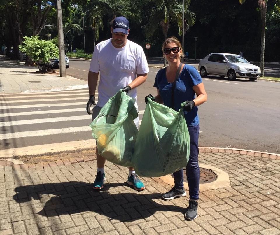 Grupo faz 'arrastão' para combater a dengue na Zona 2 em Maringá