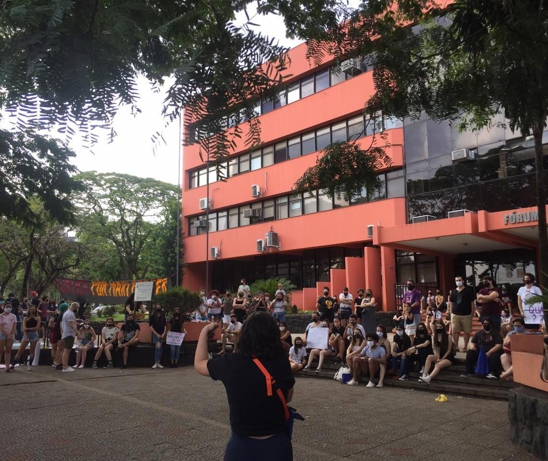 Maringá tem ato pedindo justiça por Mariana Ferrer
