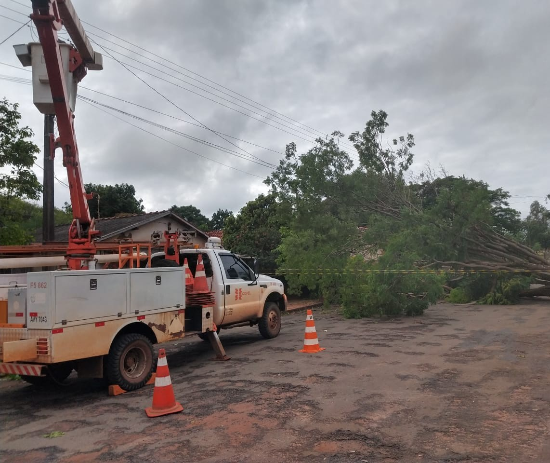 No segundo pior temporal da história, Copel contabiliza 508 postes quebrados