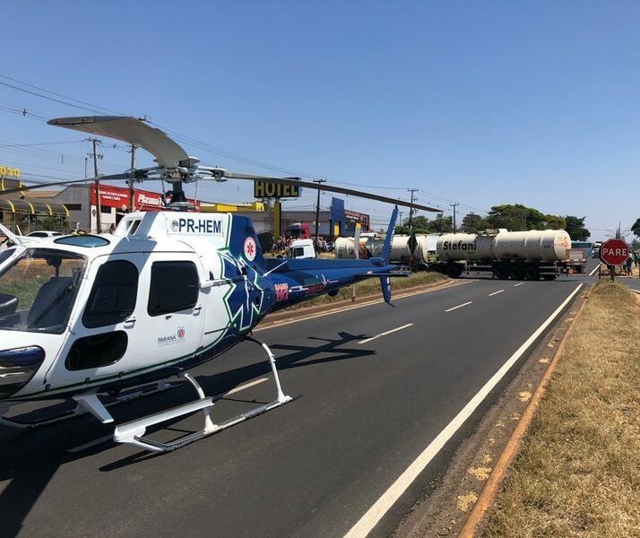 Ocupantes de motocicleta ficam feridos após colisão com caminhão