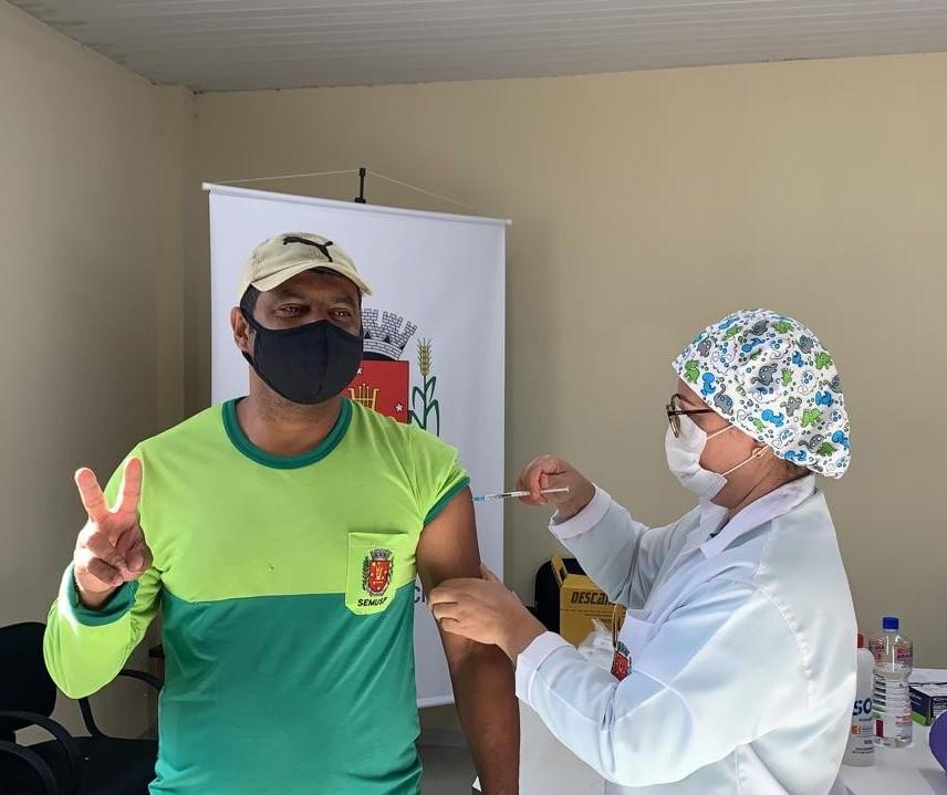 Maringá começa a vacinar nesta terça-feira (15) os servidores da limpeza pública