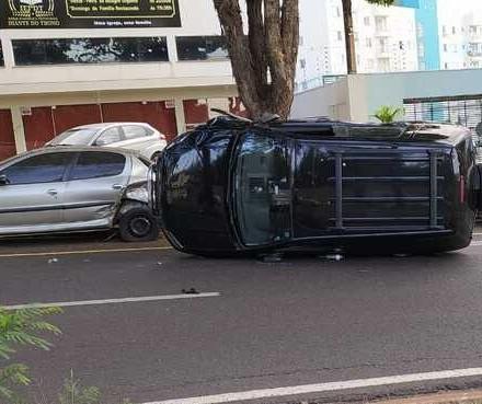 Acidente envolvendo vários veículos deixa feridos em Maringá
