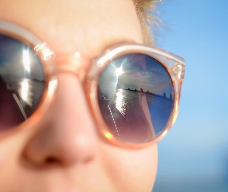 Dicas para combinar óculos de sol ou de grau com o rosto